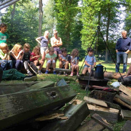 Camping Brockhausen activiteiten kampvuur
